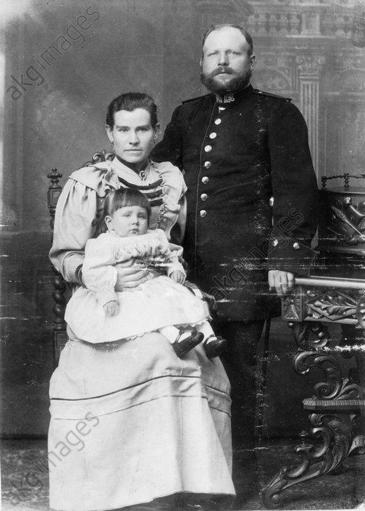 Polizeibeamter mit Familie / foto 1900 - -