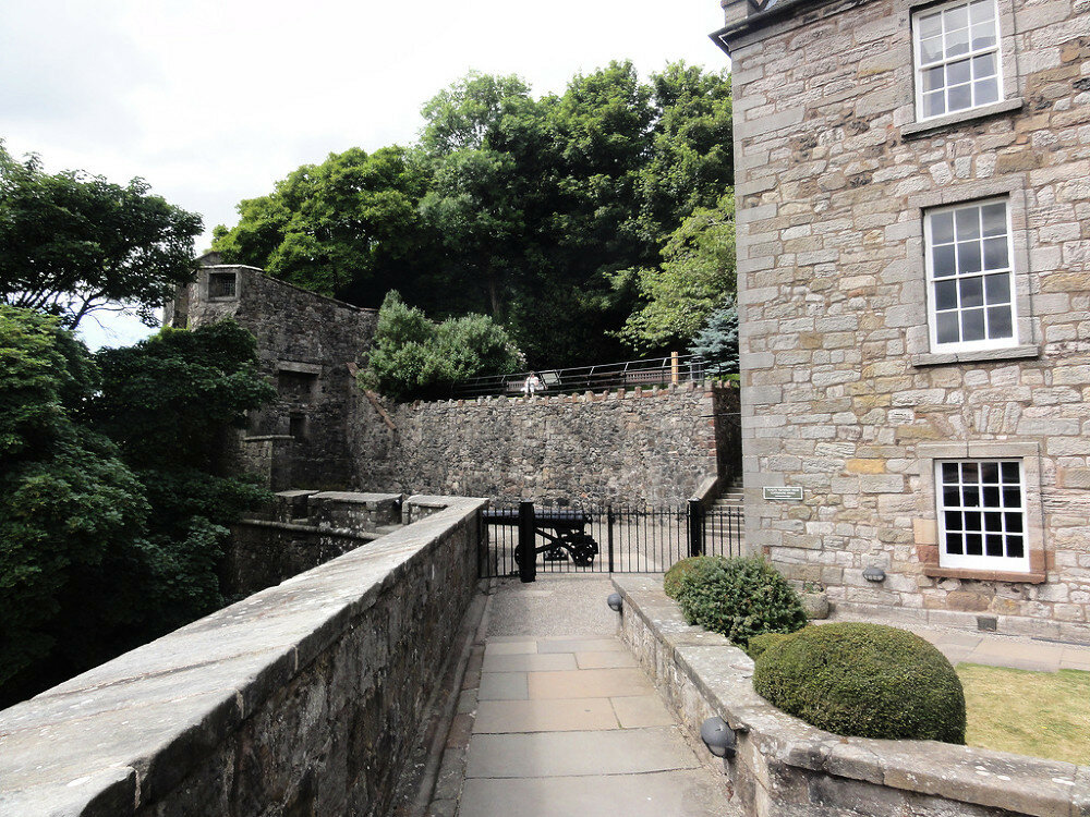 fs1000x800px-Dumbarton_Castle_9.jpg