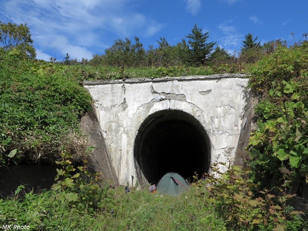 Палатка в тоннеле