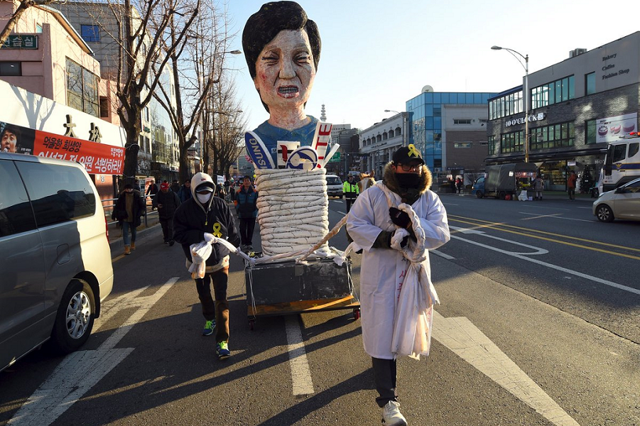 Демонстрации против Пак Кын Хе.png