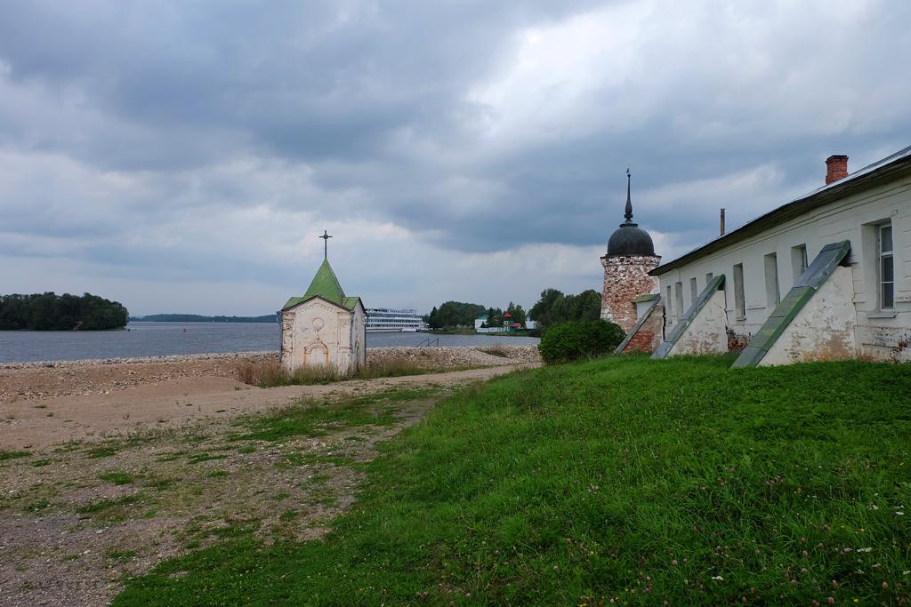 Горицкий Воскресенский монастырь в Вологодской области, набережная