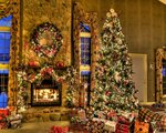 tree_christmas_presents_fireplace_wreath_home_comfort_36464_1280x1024.jpg