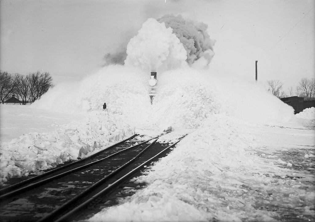 Snow fighting bucking snow on the St. Louis-San Francisco Railway Company locomotives at Ellsworth  (Ellsworth County), Kansas. 1910-1920.