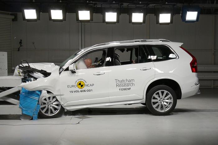 Результаты фронтального удара Volvo XC90 на скорости 64 км/ч. Компактный кроссовер