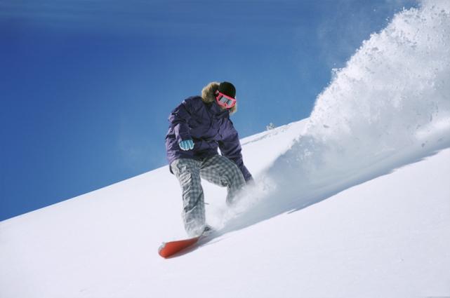 Зимой тоже есть чем заняться – например, кататься на лыжах или сноуборде, подниматься в горы.