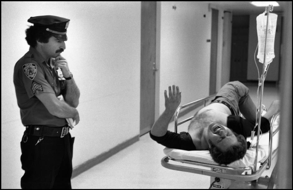 1978. Арестованный в патрульном автомобиле.