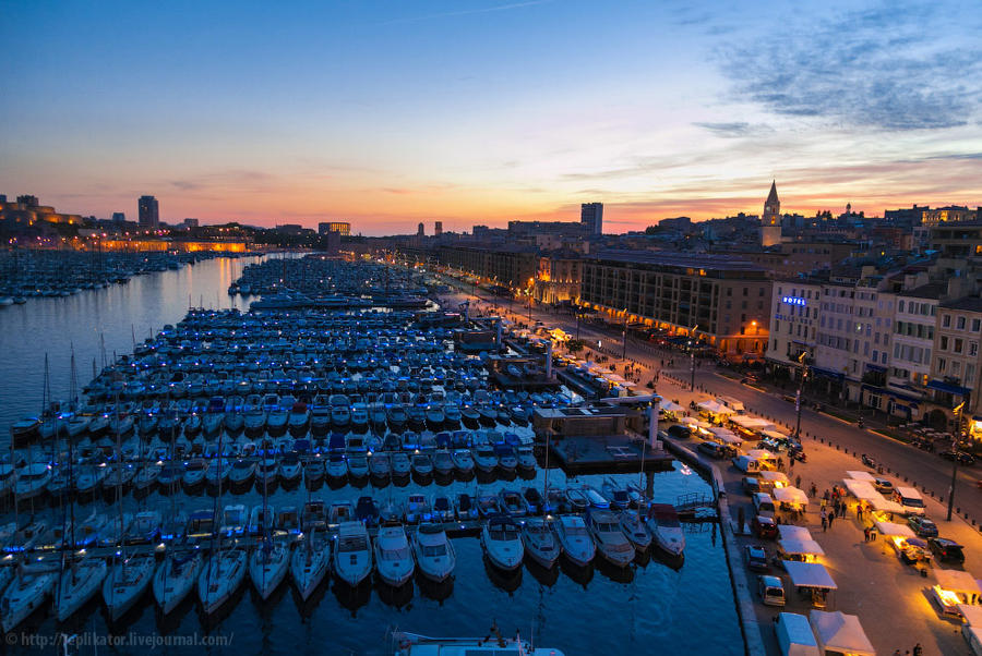 8. Начинается подъём. Сверху видно, как много лодок пришвартовано в Старом порту (Vieux-Port).