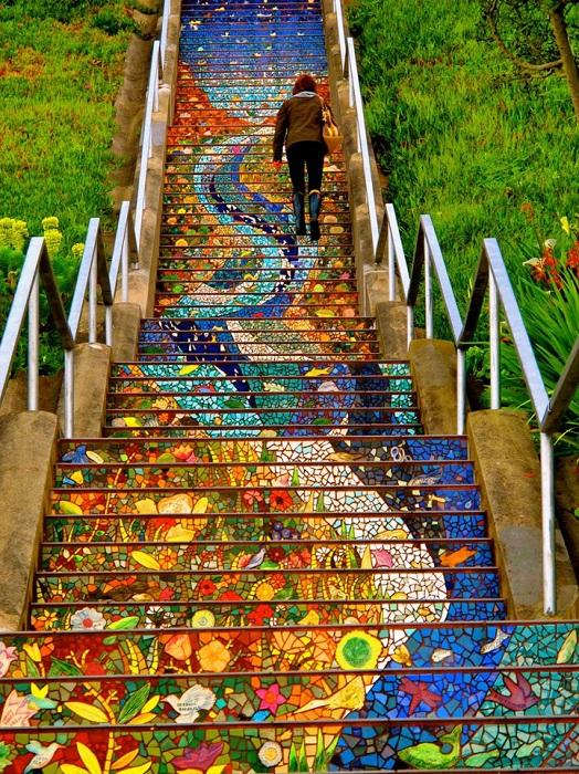 4. Мозаичная лестница (США) Оригинальная мозаика на уличных ступеньках Сан Франциско.