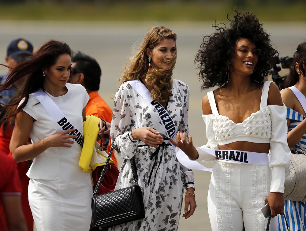 Виолина Анчева из Богларии, Мариам Хэбэч и Венесуэллы и Раиса Сантана из Бразилии.