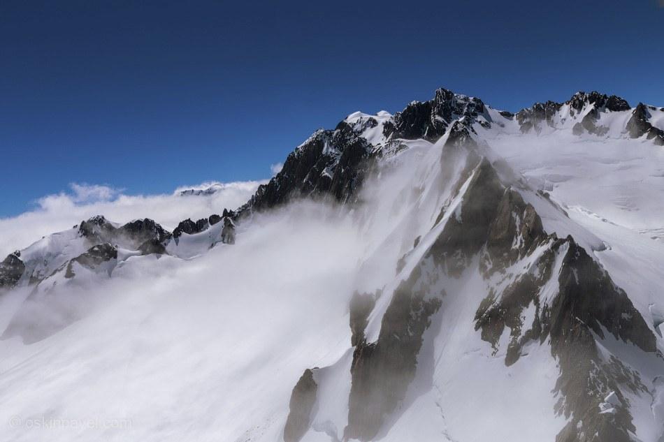 Ледник — масса льда атмосферного происхождения, испытывающая течение под действием силы тяжести