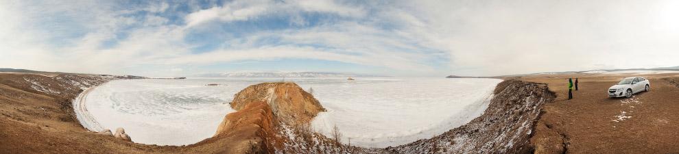 В эту зиму лед на Байкале вставал долго и с мучениями. Вдоль северного побережья практически вс