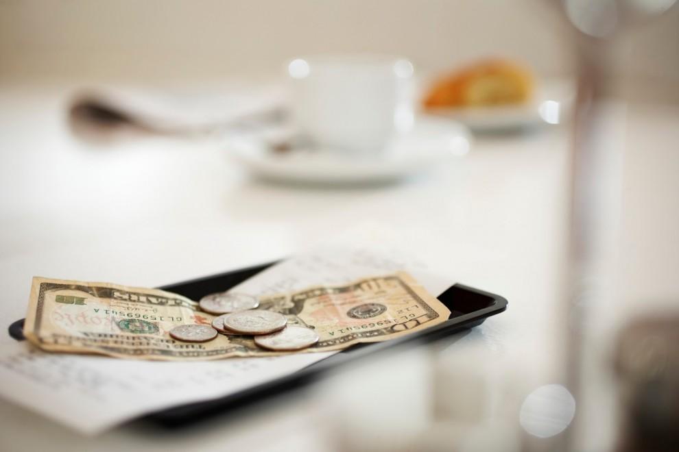 2. Кому и за что? Чаевые принято оставлять обслуживающему персоналу в качестве вознаграждения за хор