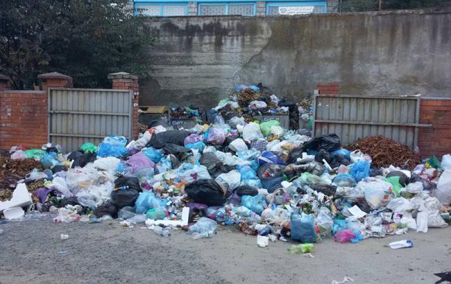 Львов договорился овывозе 900 тонн мусора, нужно  намного больше