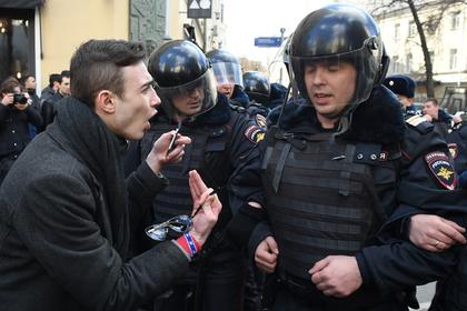 СКР завел дело после нападения наполицейского нанесанкционированном митинге в российской столице