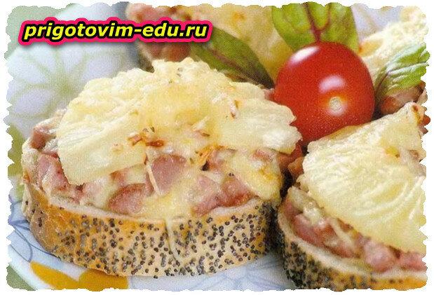 Горячие бутерброды с ананасом и ветчиной