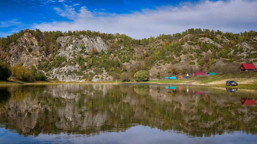 Повседневное отражение реки Белой