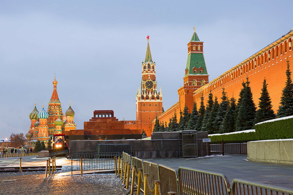 Одно лишь слово нужно мне: Москва.