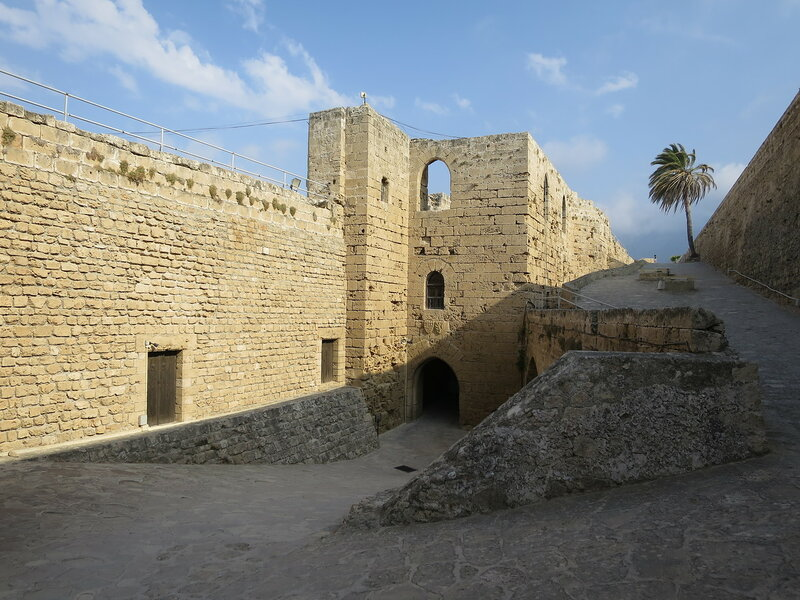 Кирения. Старая византийская стена и франкский вход в замок (7)