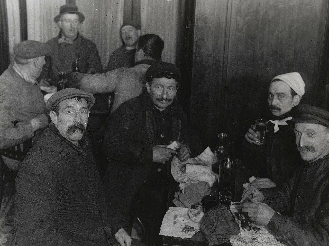 1931. Ужин ассенизаторов. Париж, район Сен-Поль
