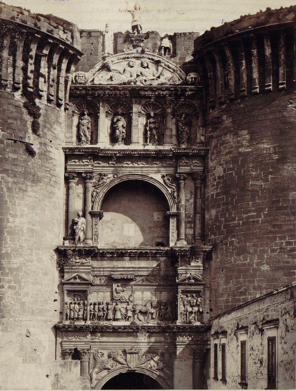 67. Триумфальная арка Альфонса Арагонского, построенная в 1470 году