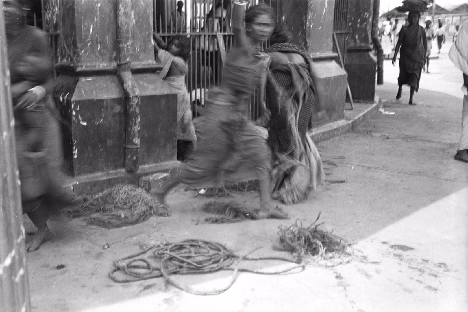 238. Женщины низшей тамильской касты Цирайкутис. Рынок Петтах в Коломбо