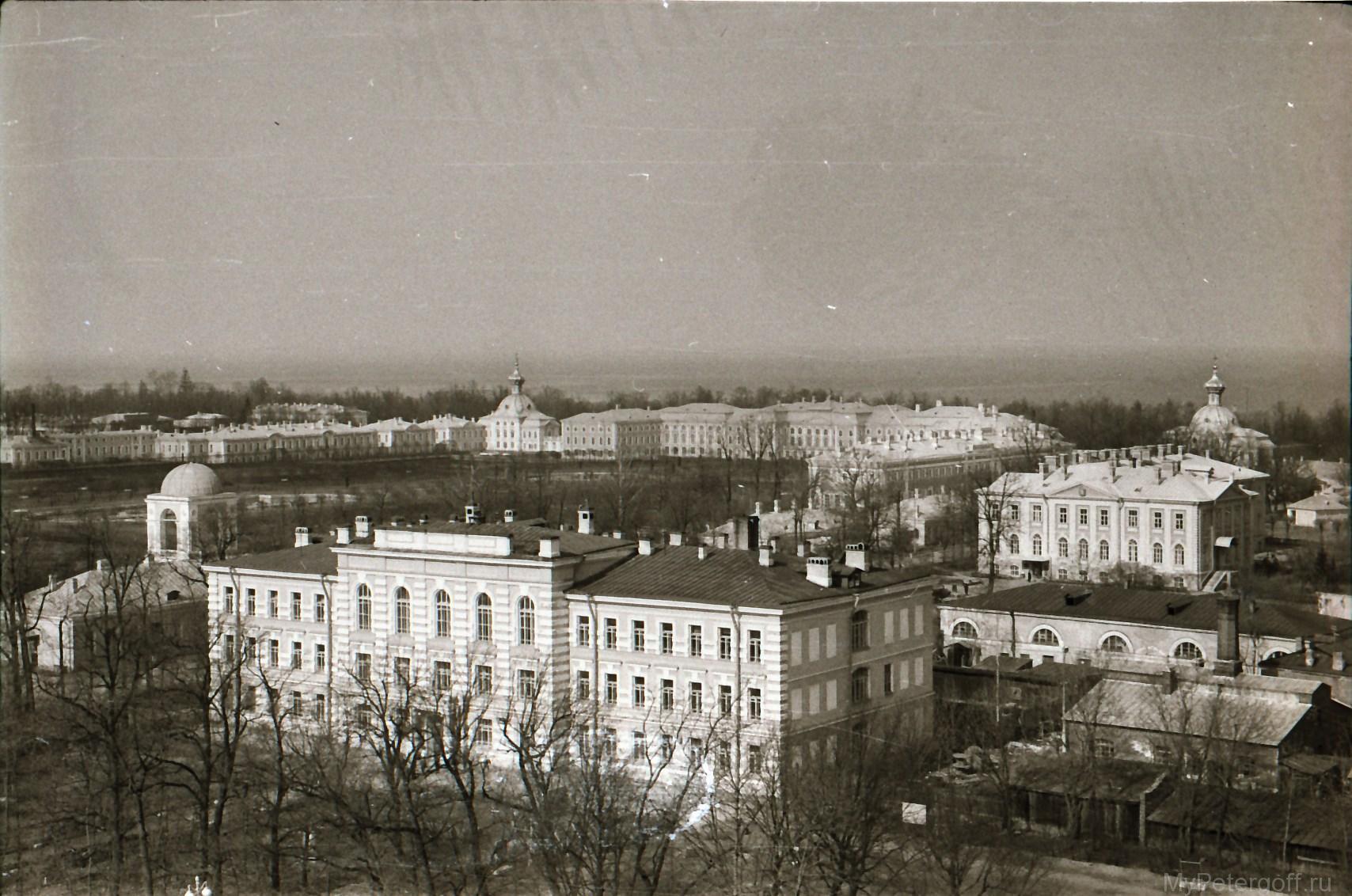 1970-е. Вид с Петропавловского собора на Гимназию и Большой дворец