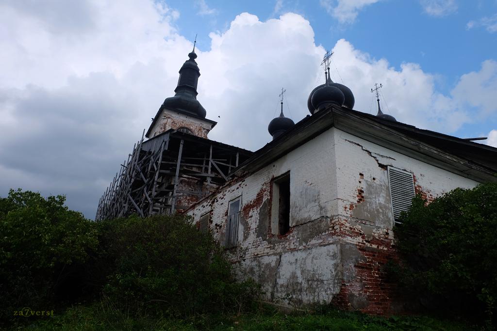 Горицкий Воскресенский монастырь в Вологодской области, храм в строительных лесах