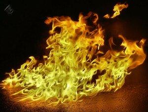 Играет пламя