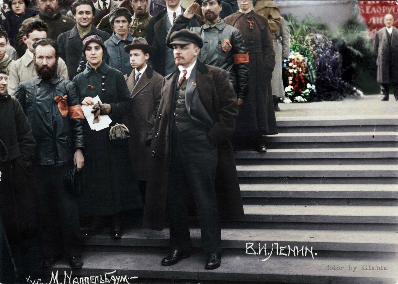 12. В.И.Ленин на параде войск Всевобуча. Москва, 25 мая 1919 года