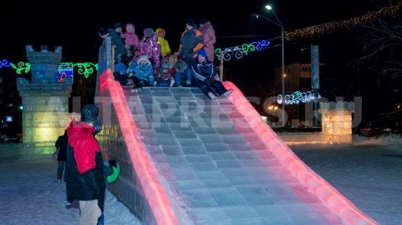 Ледовый городок на пл. Сахарова 2017 год