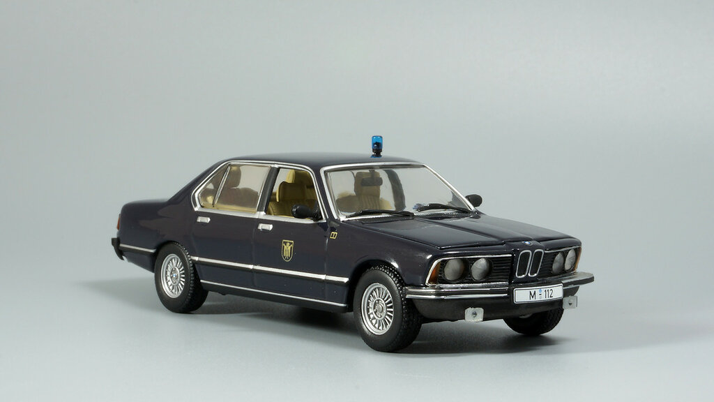 BMW_7er_E23_02.jpg