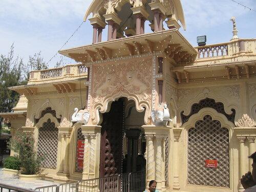 Храм Кришна-Баларам ИСККОН, Вриндаван