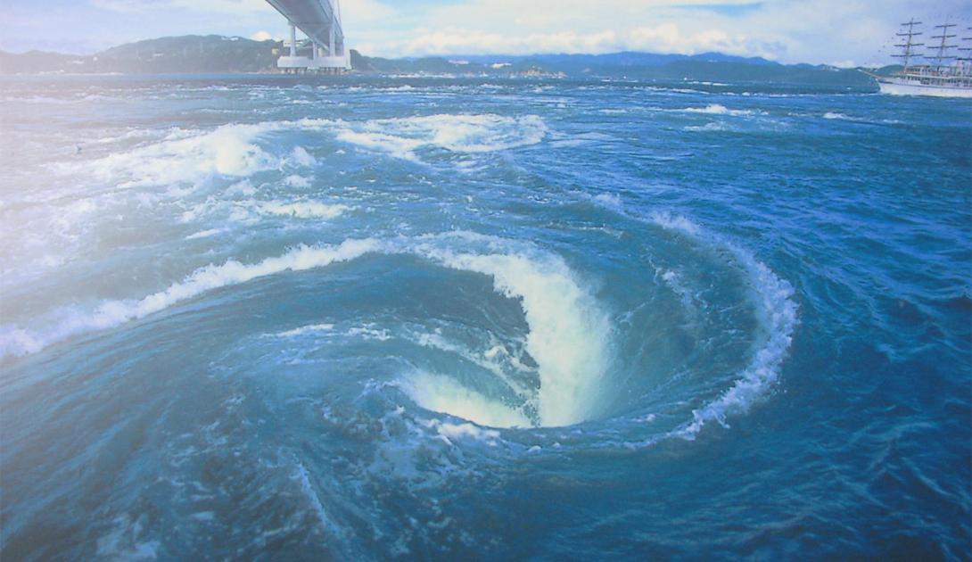 Наруто Япония Узкий пролив Наруто считается опасным местом даже для опытных моряков. Во время прилив