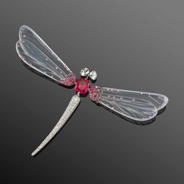 10. Драгоценная стрекоза от Fred Leighton Насекомые постоянно вдохновляют ювелиров на создание велик
