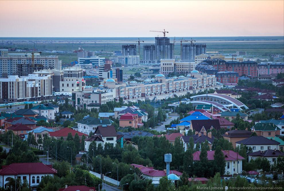 4. Памятник казахскому народному музыканту, композитору, домбристу Курмангазы Сагырбаеву.