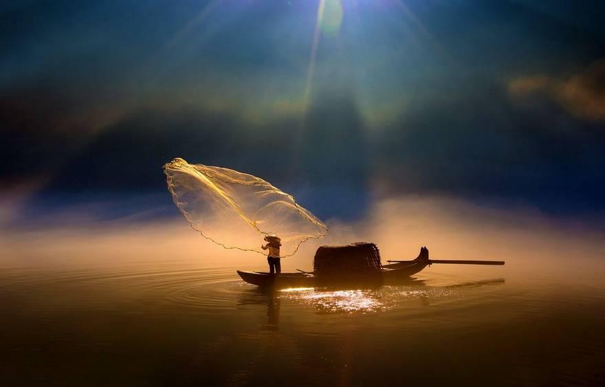 Особая премия в категории «Открытый цвет» — «Заброс сети». Фото: Fuyang Zhou.