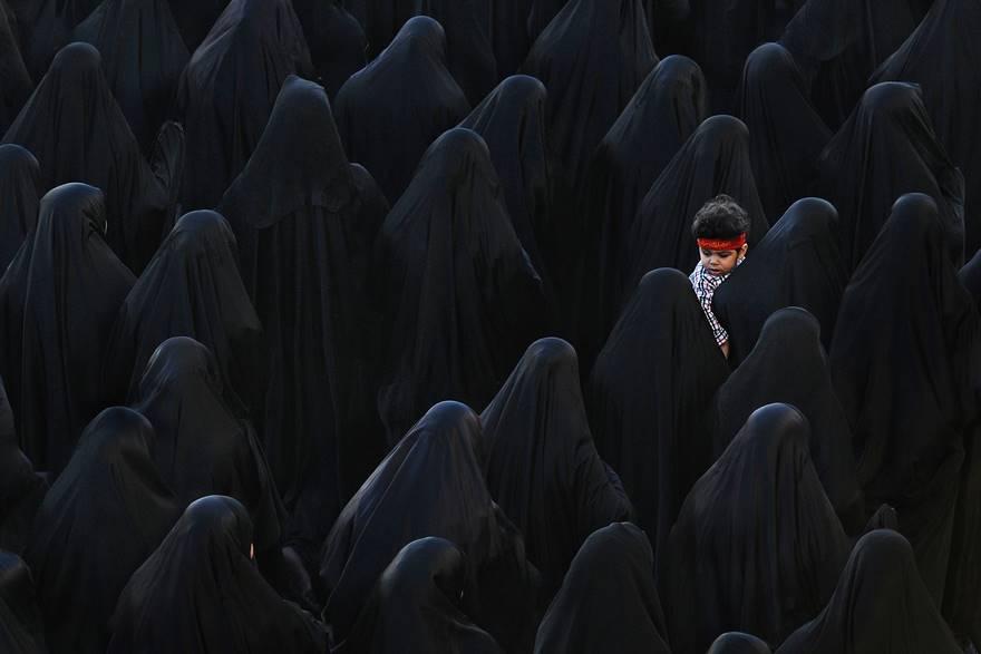 3-е место в категории «Яркие краски» — среди черных одежд, Бахрейн. Фото: Isa Ebrahim.