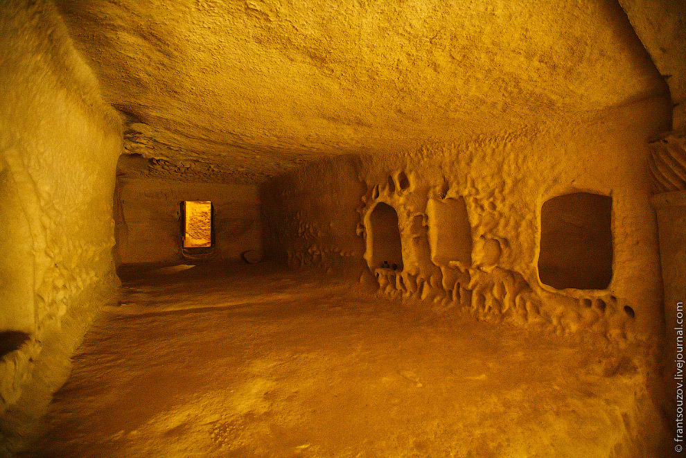 32. В Шакпак-Ате археологи находили следы деятельности людей каменного и бронзового веков. Долг