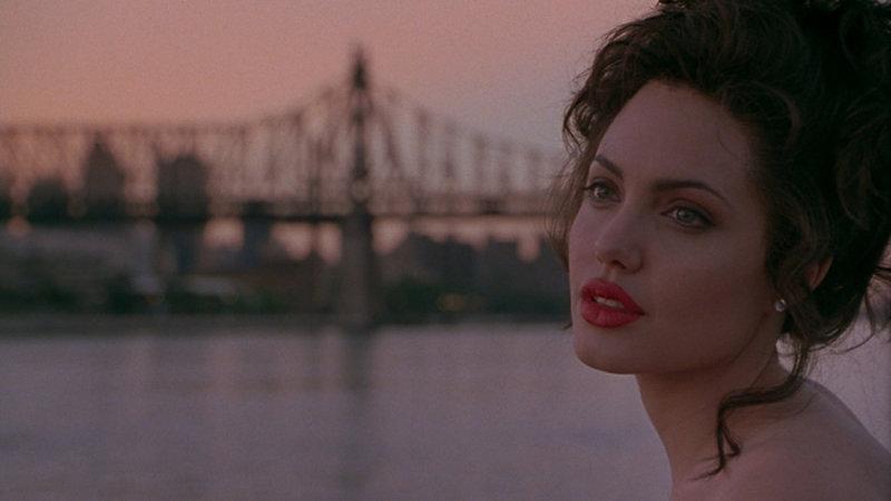 Анджелина Джоли блестяще сыграла роль Джии Мари Каранджи, чьей жизни посвящена эта кинолента. Де
