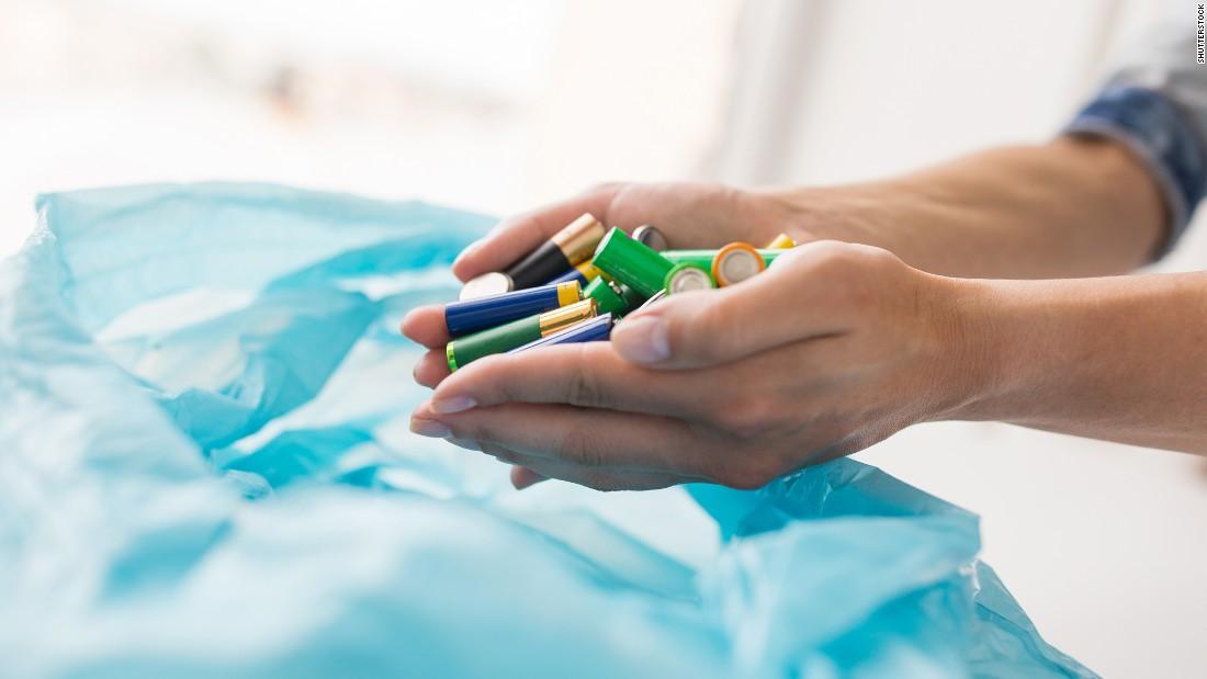 Одноразовые батарейки Батарейки, как правило, содержат ядовитый коктейль из вредных для экологии эле