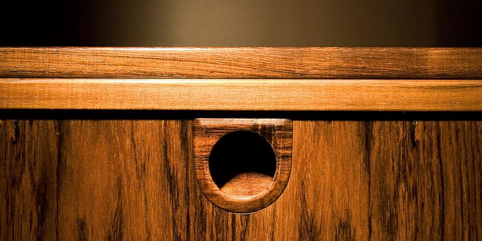 11. Маскировка царапин на мебели Красящие свойства кофе могут пригодиться еще в одном деле — маскиро