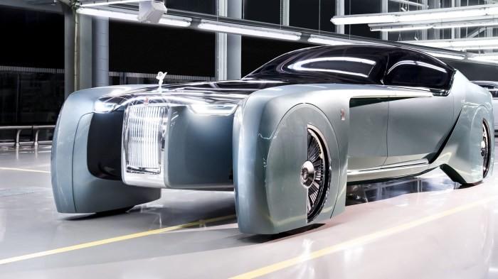 Этот концепт производитель представил, как машину будущего. Она имеет необычную форму кузова, а сало