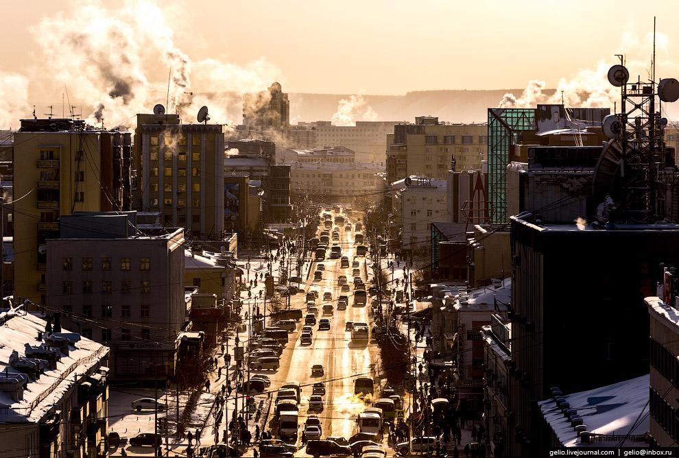 7. В Якутске живёт около 300 тысяч человек. Население города увеличивается за счёт естественног