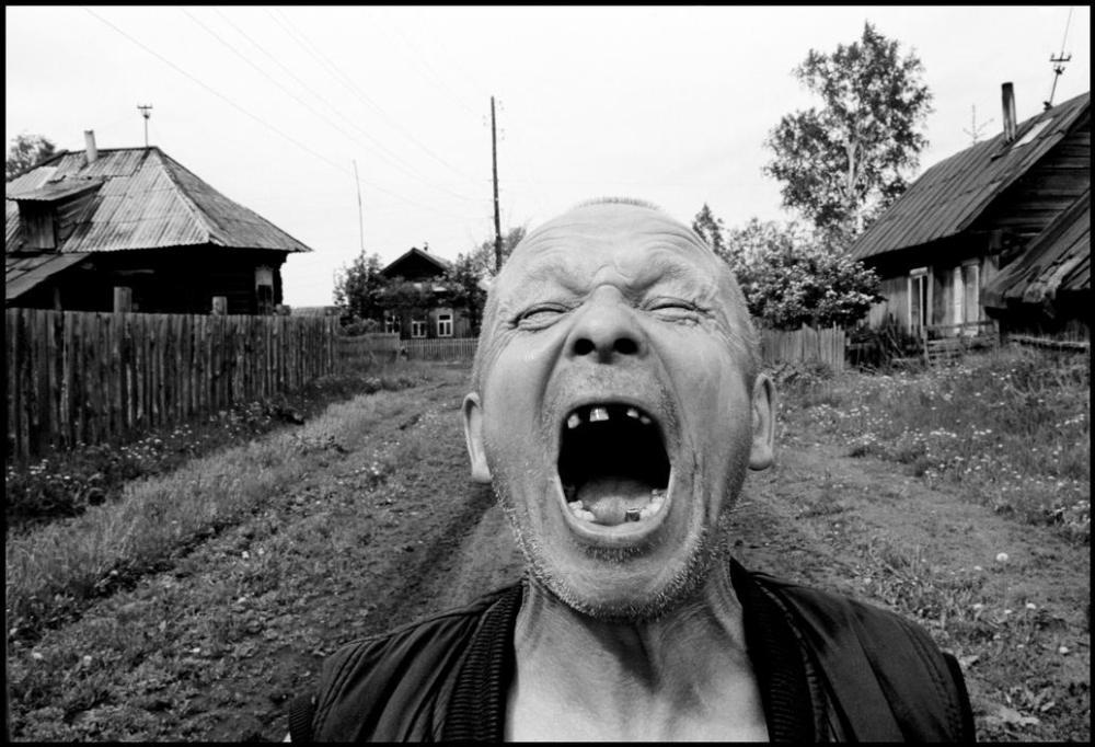 Василий Новоселов, он же Дед, отсидел за убийство отчима. Брюс не скрывает, что это фото — постаново