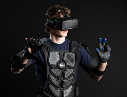 Ученые показали тактильный костюм для виртуальной реальности