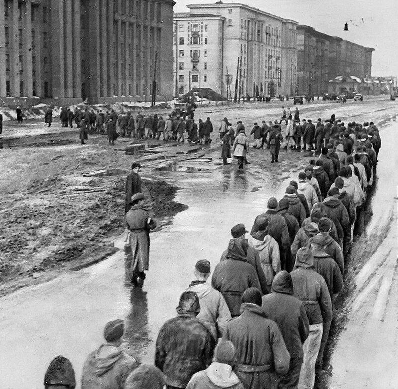 Военнопленные на Международном (Московском) проспекте