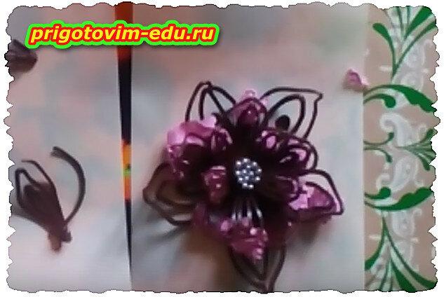 Делаем шоколадный цветок для украшения торта