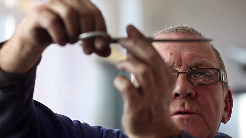 The Putter: A Meditative Video on the Art of Making Scissors by Hand (3 pics)