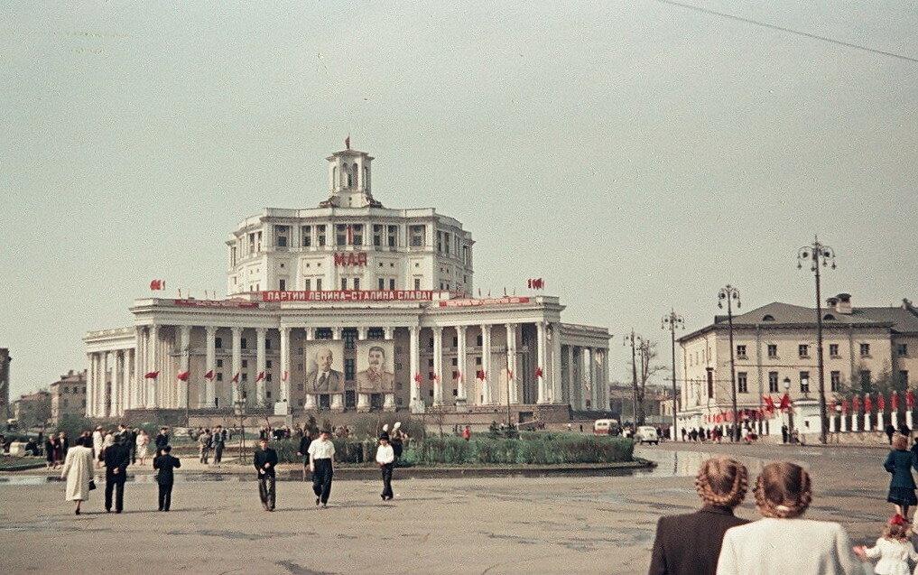 552609 Площадь Коммуны 1952.jpg
