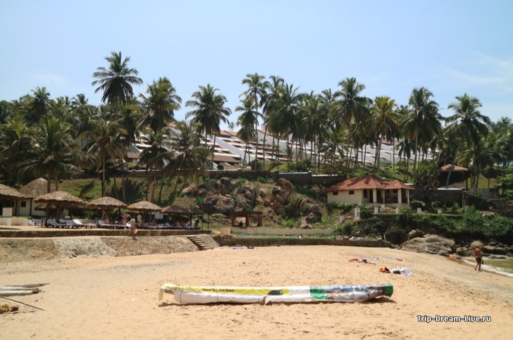 Отель The Leela Kovalam на пляже Ашок